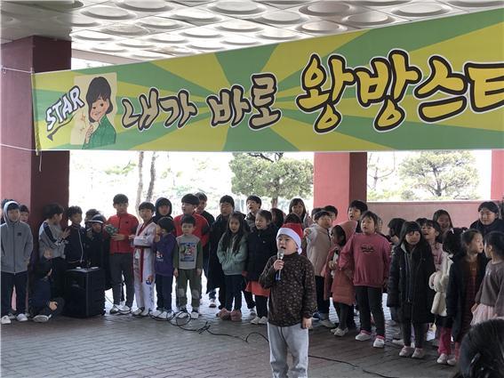 [일반] 학생자치회 주관 버스킹 공연 -왕방스타의 첨부이미지 1