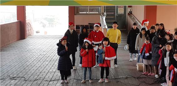 [일반] 학생자치회 주관 버스킹 공연 -왕방스타의 첨부이미지 3