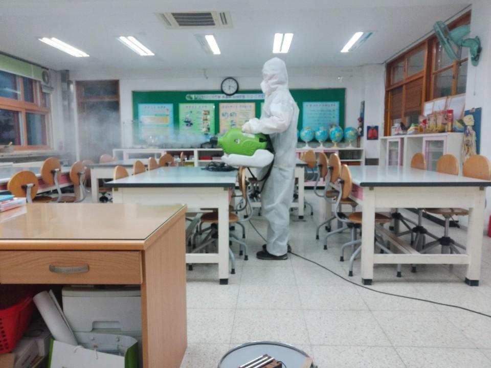 [일반] 코로나19감염예방특별방역실시(월2회) 학교시설전체실시의 첨부이미지 1