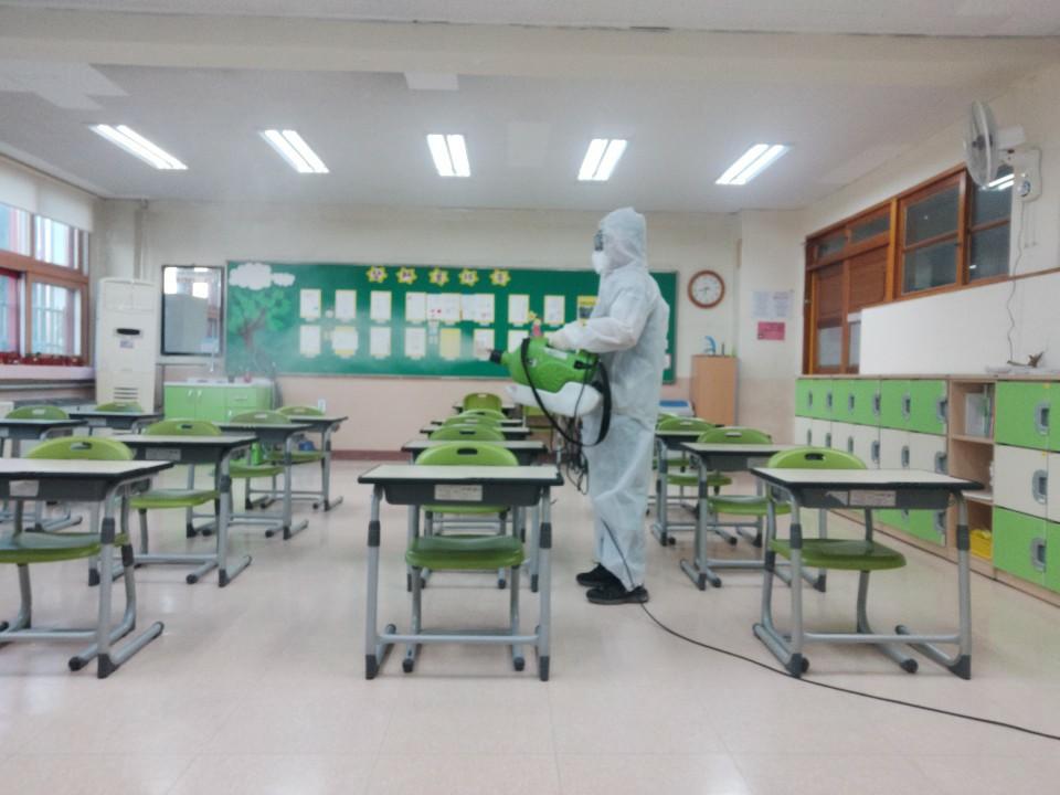 [일반] 코로나19감염예방특별방역실시(월2회) 학교시설전체실시의 첨부이미지 5