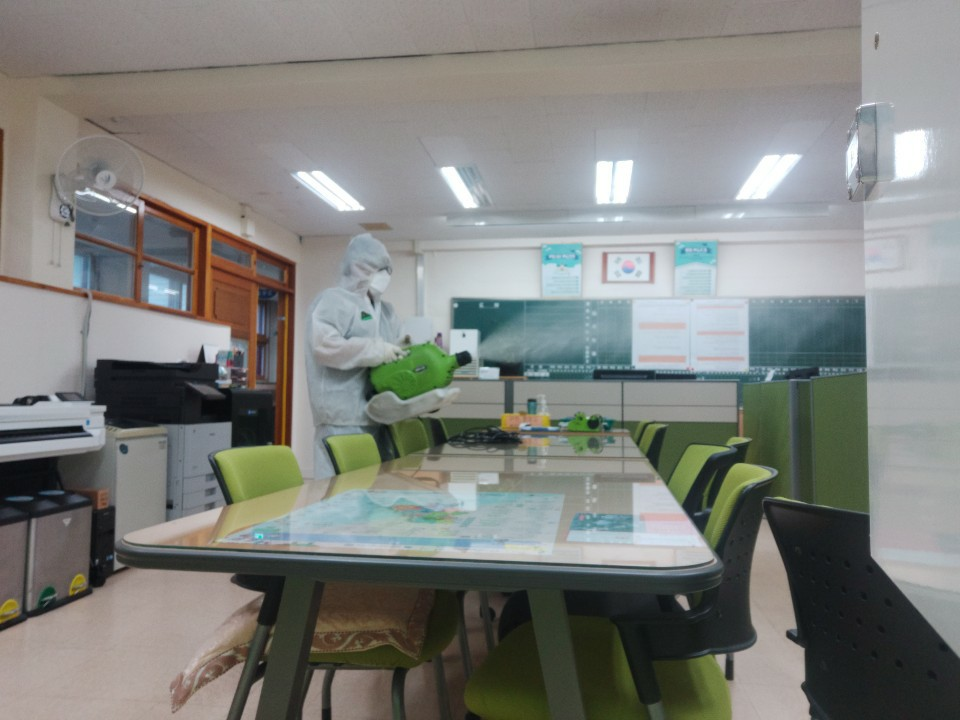 [일반] 코로나19감염예방특별방역실시(월2회) 학교시설전체실시의 첨부이미지 6