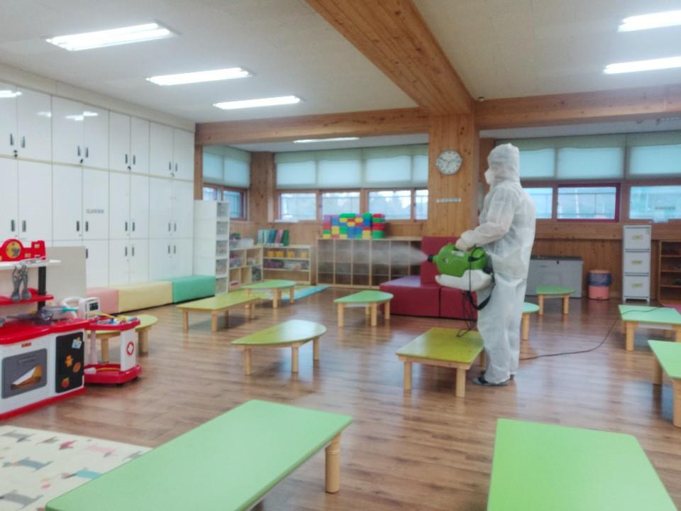 [일반] 코로나19감염예방특별방역실시(월2회) 학교시설전체실시의 첨부이미지 7