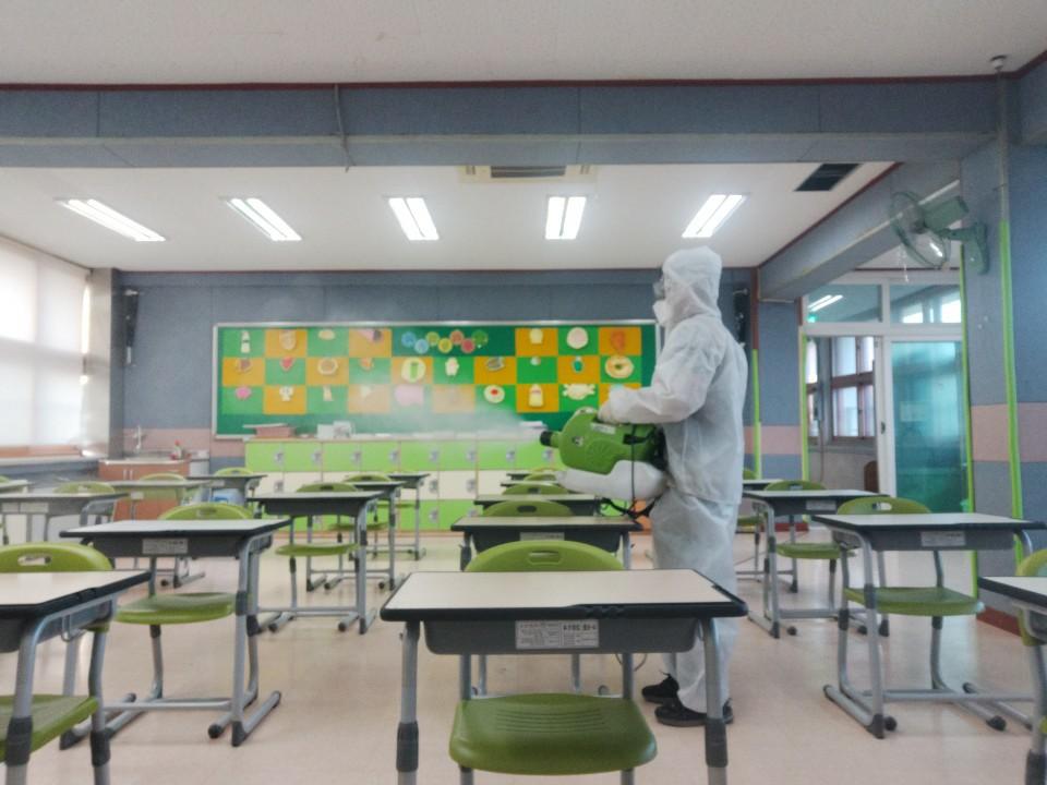 [일반] 코로나19감염예방특별방역실시(월2회) 학교시설전체실시의 첨부이미지 8