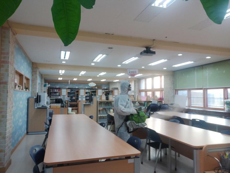 [일반] 코로나19감염예방특별방역실시(월2회) 학교시설전체실시의 첨부이미지 9