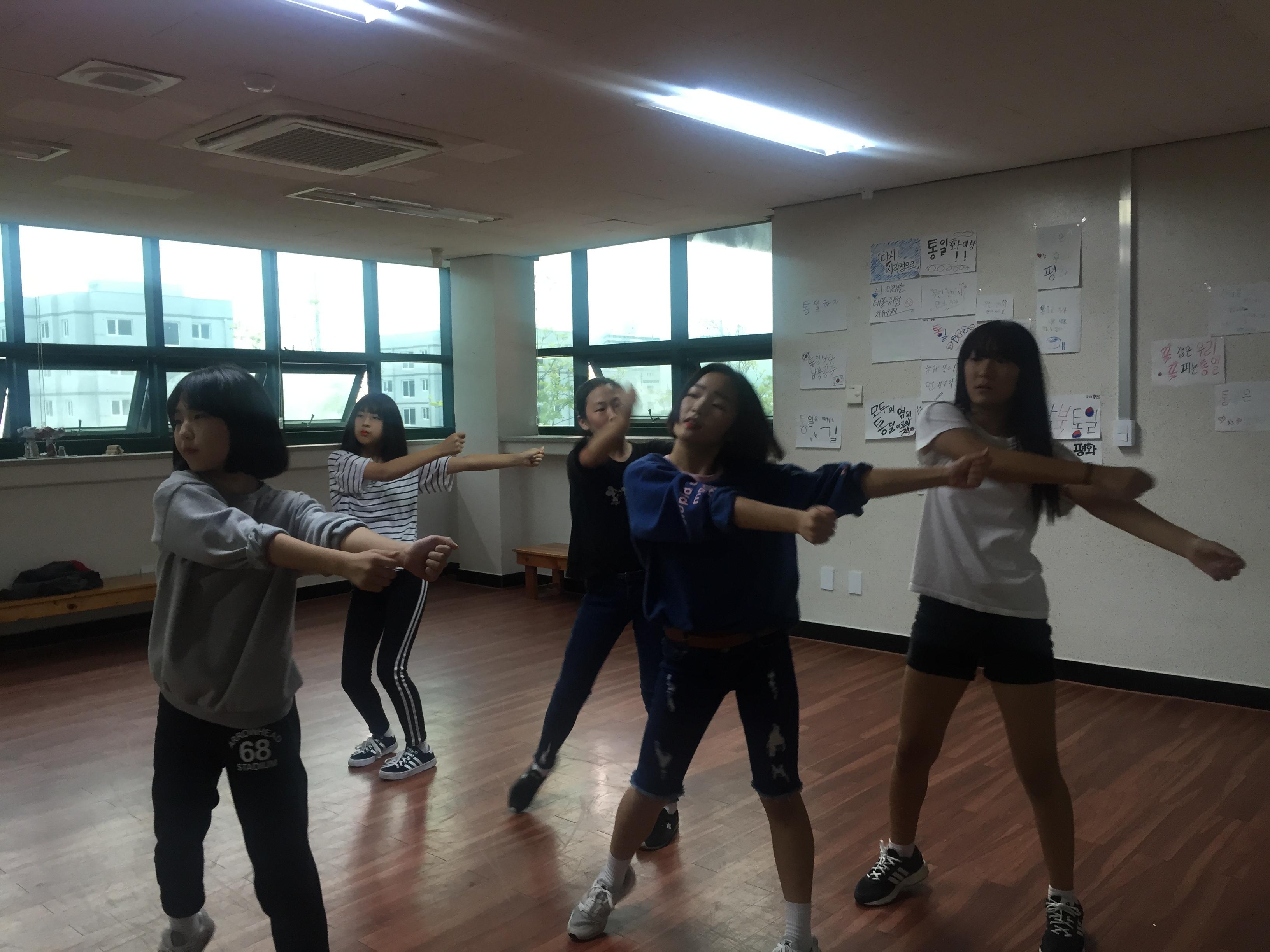 [일반] 1학년 댄스반 자율동아리 활동모습의 첨부이미지 2