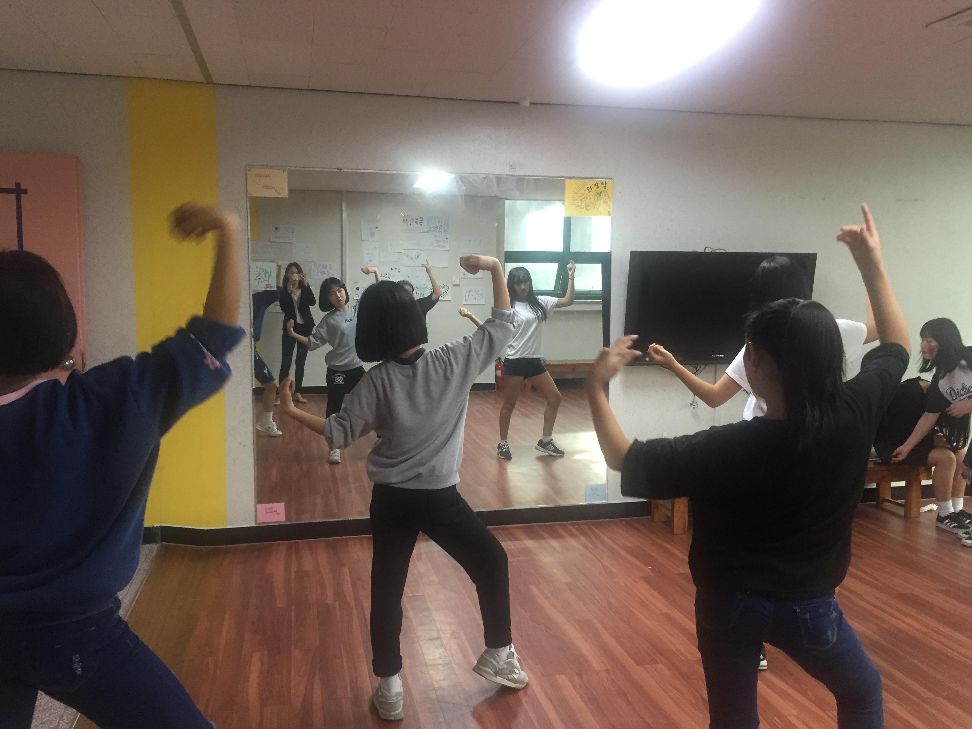 [일반] 1학년 댄스반 자율동아리 활동모습의 첨부이미지 3
