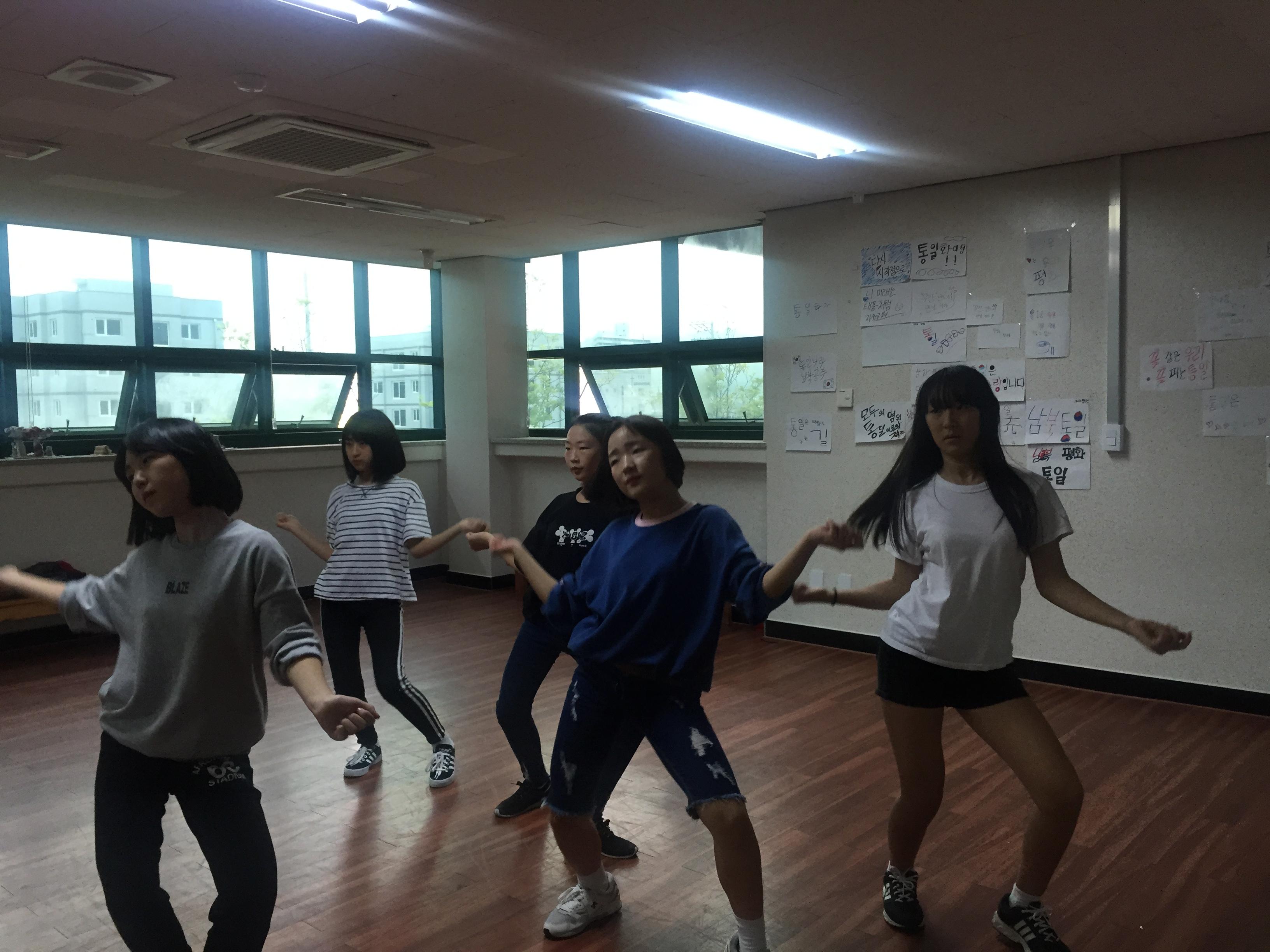[일반] 1학년 댄스반 자율동아리 활동모습의 첨부이미지 5