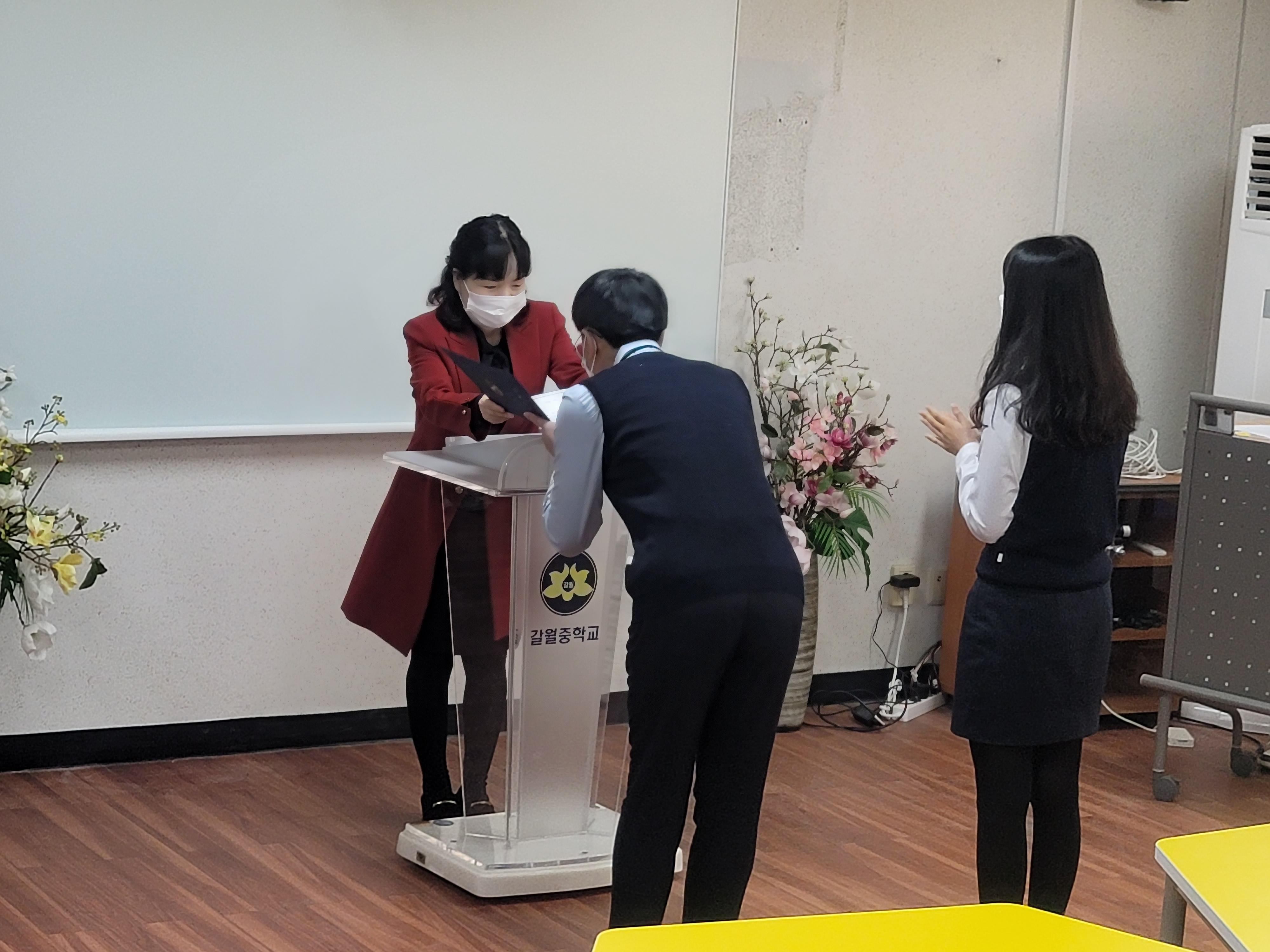 [일반] 2021년 학생자치회장 및 부회장, 학급임원 당선증 수여식의 첨부이미지 4