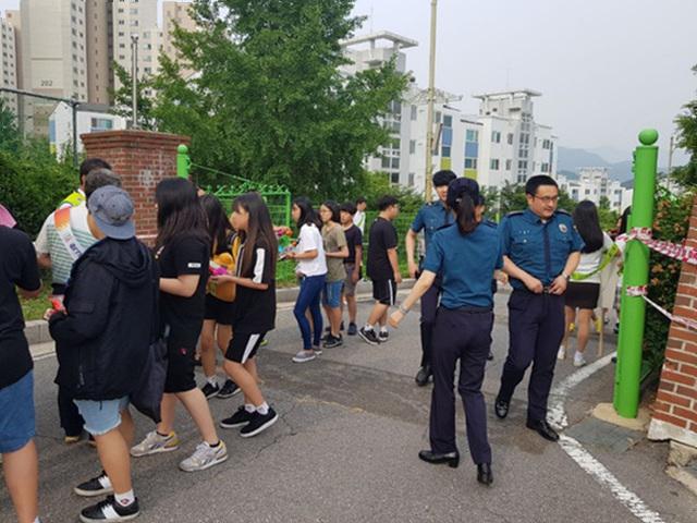 [일반] 지역기관 연계 학교폭력예방 캠페인 활동의 첨부이미지 3
