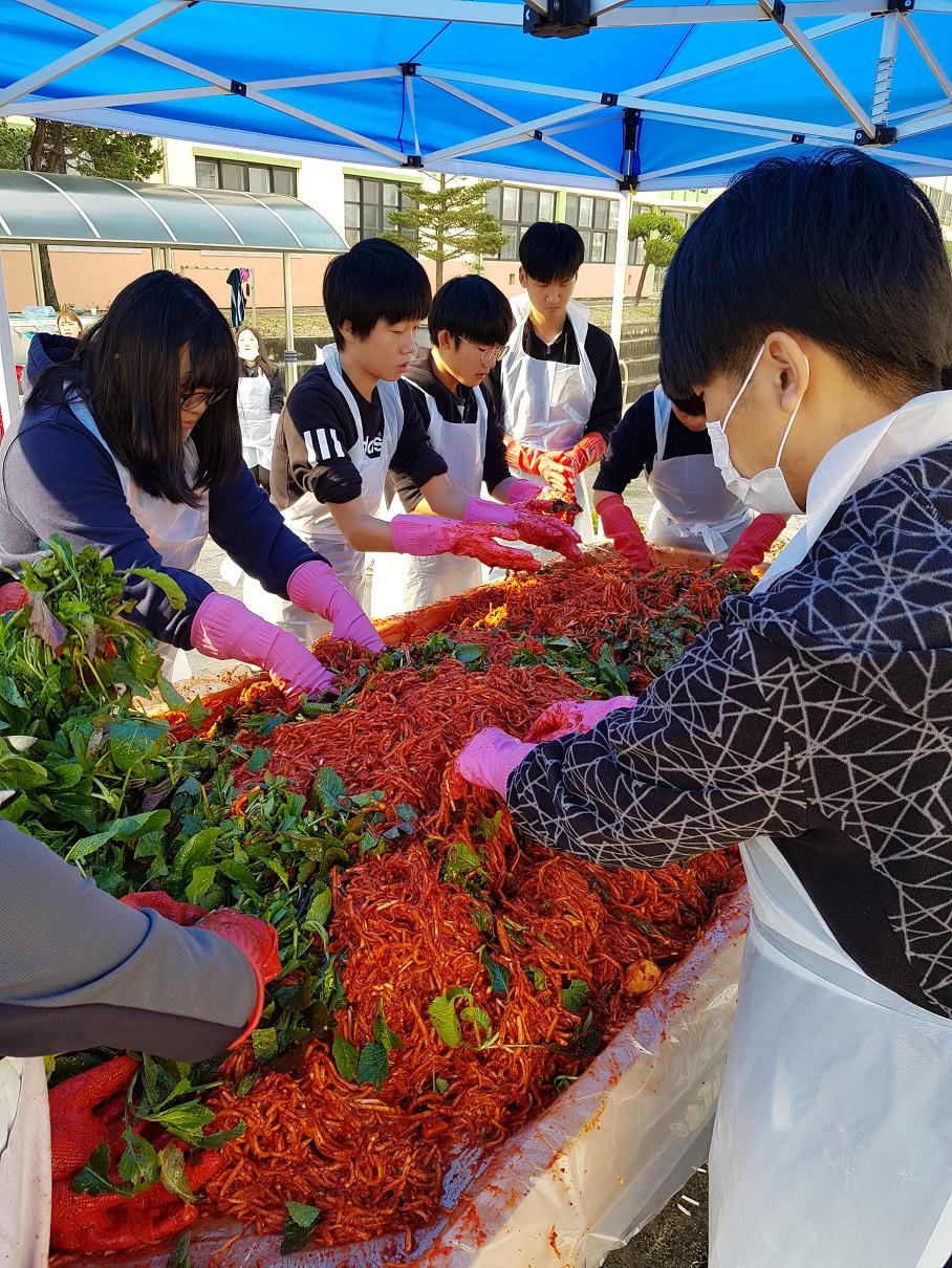 [일반] 2018학년도 관인중고 효사랑봉사대 김장활동의 첨부이미지 1