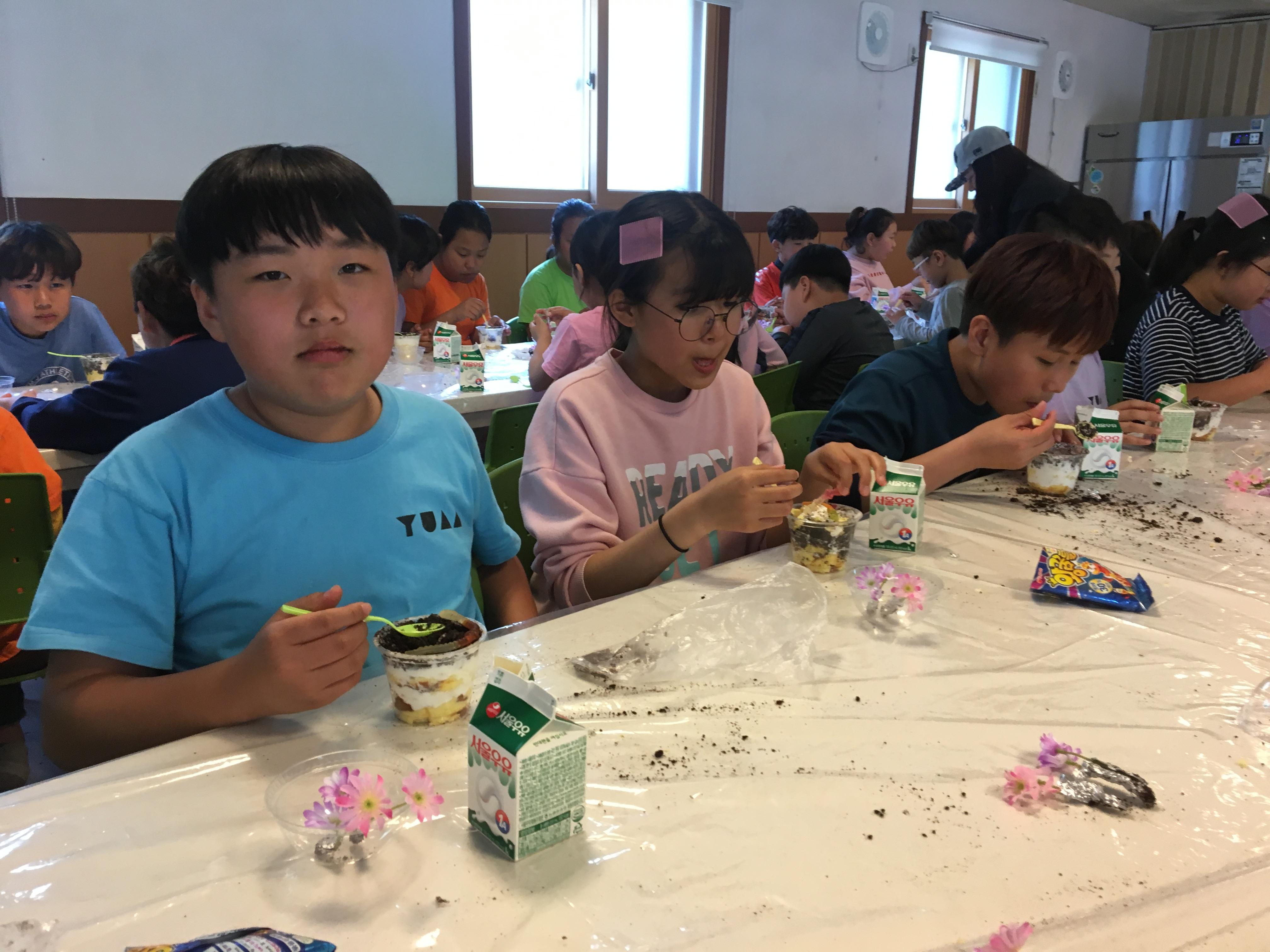 [일반] 0503 전교생이 함께하는 화분케이크 만들기의 첨부이미지 1